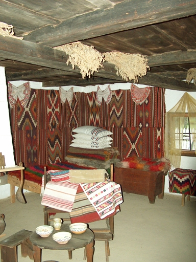 Interior de casa traditionala din Vrancea